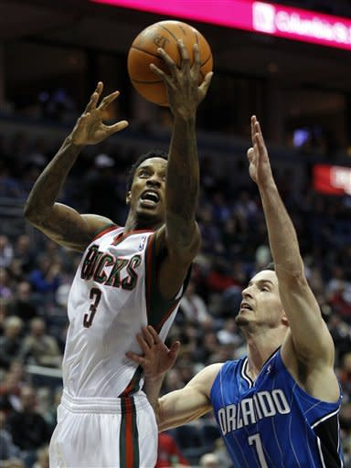 Howard scores 28 to lead Magic over Bucks 93-90