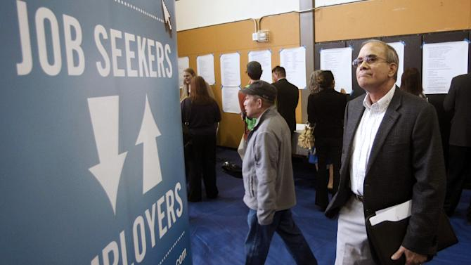 US applications for unemployment aid dip to 367K