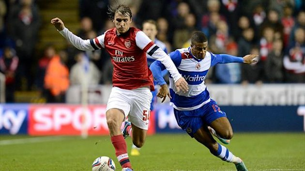 Arsenal's Ignasi Miquel (left) and Reading's Garath McCleary (right) battle for the ball