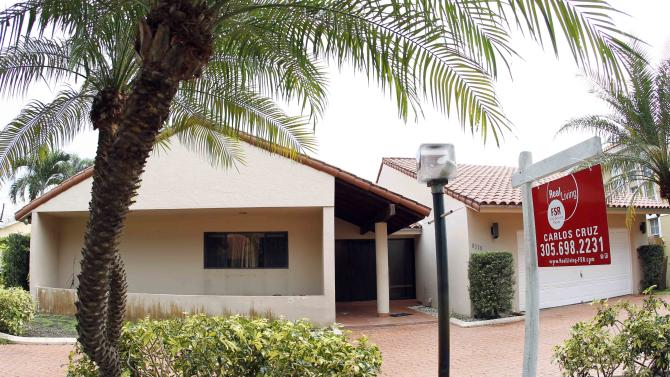In this Thursday, Sept. 27, 2012, photo, a home for sale is shown in Miami Lakes, Fla.  Mortgage buyer Freddie Mac said Thursday, Oct. 11, 2012, that the rate on the 30-year loan increased to 3.39 percent from 3.36 percent. The previous week's rate was the lowest since long-term mortgages began in the 1950s.(AP Photo/Alan Diaz)