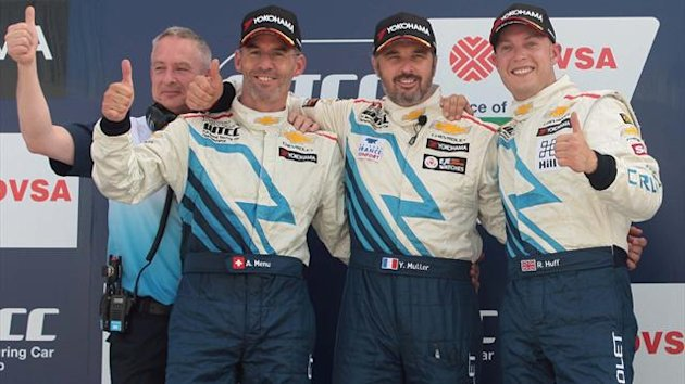 Alain Menu (left) with Yvan Muller (centre) and Rob Huff