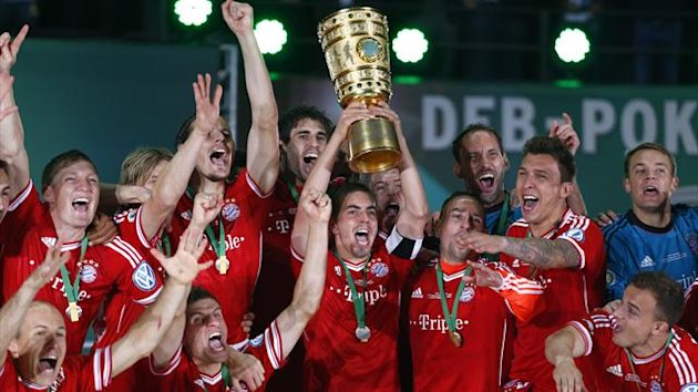 Bayern Munich's Philipp Lahm (C) holds up the trophy as he celebrates with his team mates after winning the German soccer cup (DFB Pokal) (Reuters)
