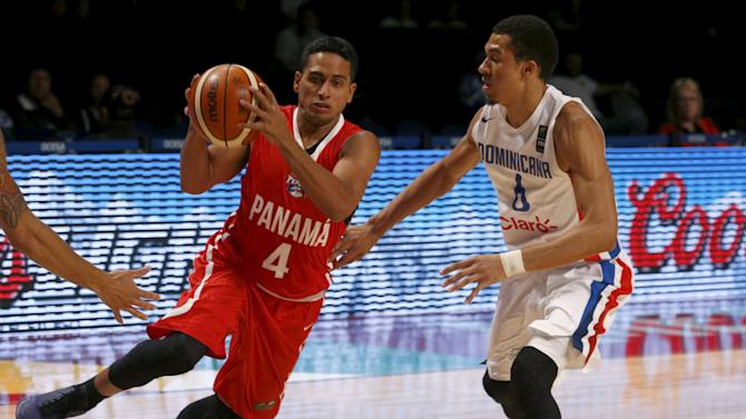 Panama's Joel Munoz controls the ball against Dominican Republic's Rigoberto Mendoza during their 2015 FIBA Americas Championship basketball game