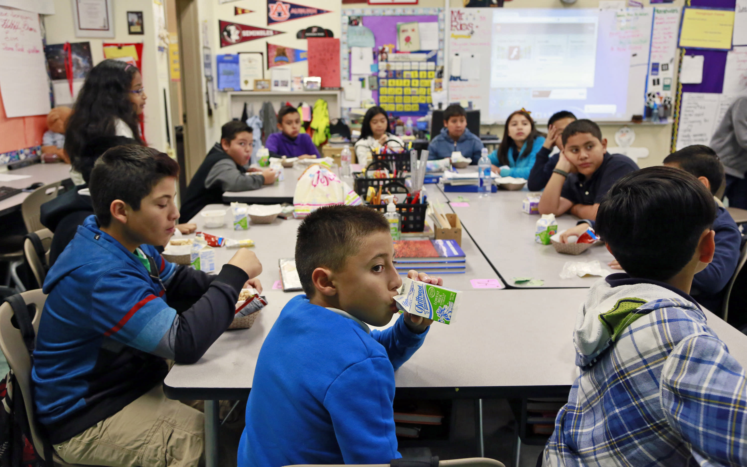 School districts, parents at odds over breakfast in class