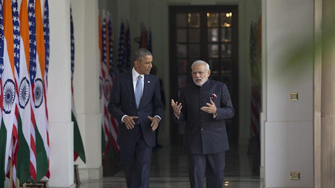 U.S. President Barack Obama walks with Indian Prime Minister Narendra Modi at the Hyderabad House in New Delhi, India, Sunday, Jan. 25, 2015. (AP Photo/Carolyn Kaster)