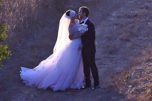 Finally! A Proper Look At Anne Hathaway's Pink Valentino Wedding Dress