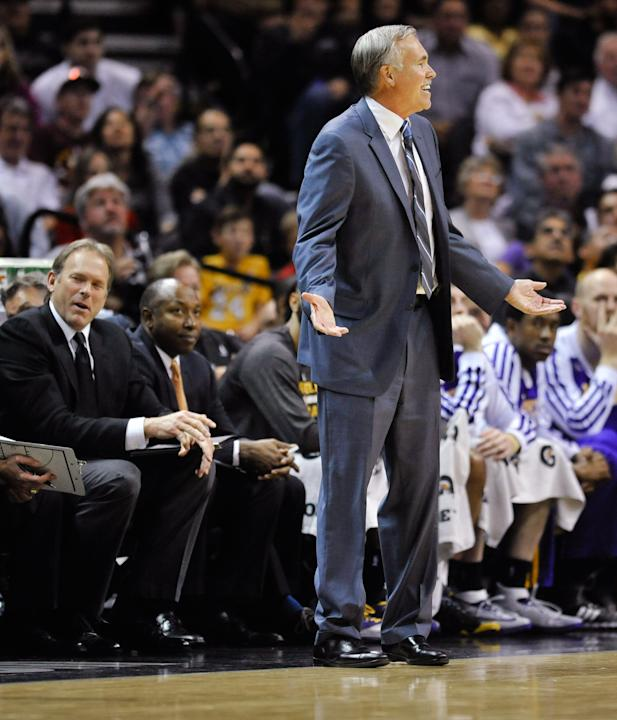 Los Angeles Lakers coach Mike D'Antoni reacts after assistant coach Kurt Rambis, left, was called for a technical foul in the second half of an NBA basketball game against the San Antonio Spurs on