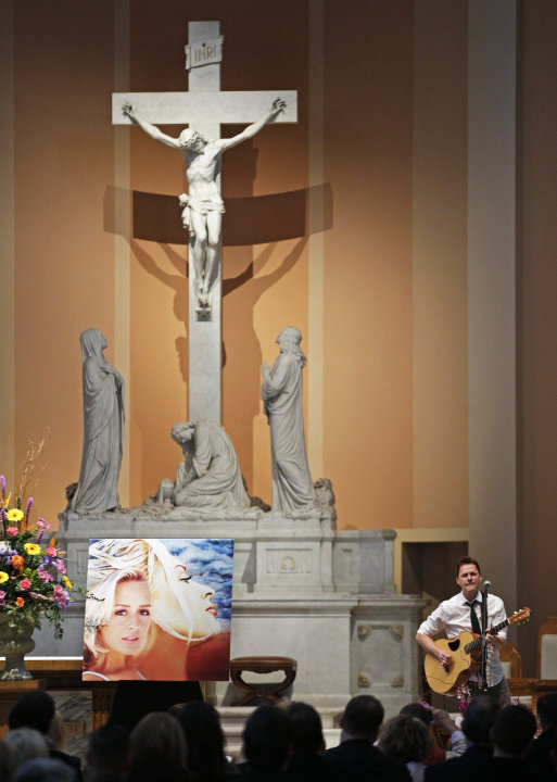 Bryan White performs during a memorial service for fellow country singer Mindy McCready on Wednesday, March 6, 2013, in Nashville, Tenn. McCready committed suicide Feb. 17 in Heber Springs, Ark. Old f