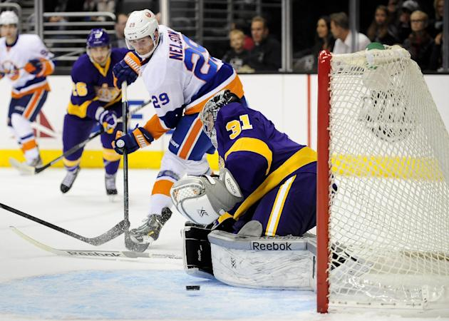 Jones gets shutout, leads LA Kings past Isles 3-0