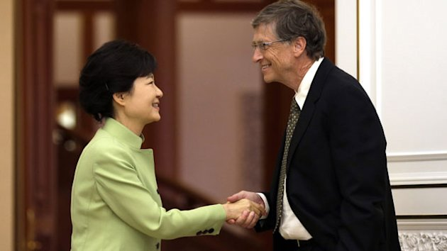 Koreans Slap Bill Gates for 'Rude' Handshake (ABC News)