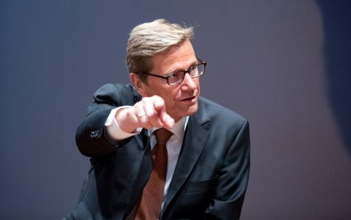 Bundesauenminister Guido Westerwelle (FDP) sieht wegen der Schrfe der innenpolitischen Euro-Debatte den internationalen Ruf Deutschlands in Gefahr. Die Diskussion mit &quot;teilweise sehr hsslichen Einlassungen&quot; habe Folgen ber die Grenzen hinaus