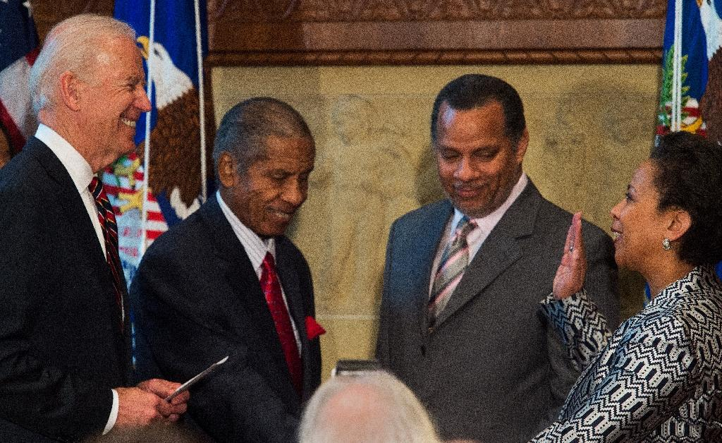 Loretta Lynch sworn in as top US law enforcement official