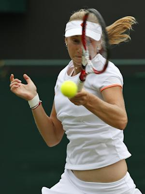Makarova beats '12 Wimbledon runner-up Radwanska