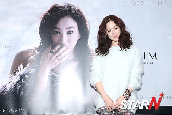 [Photo] Jung Ryeo-won at an autograph event