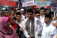 Rival parties protest against anti-Muslim video
