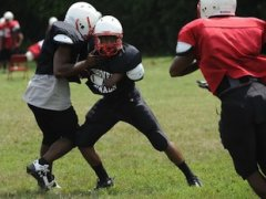 Eisenhower safety and running back Kenny Baker competes in a defensive drill — Chicago Sun-Times