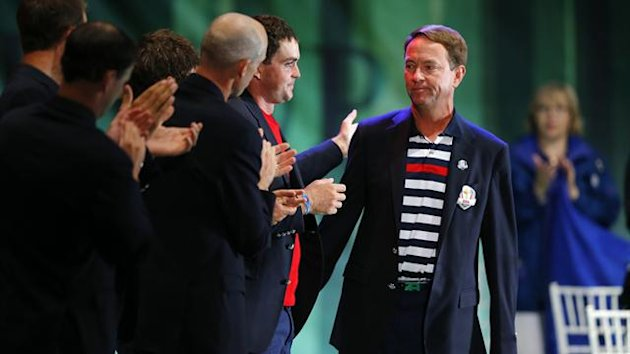Team U.S. captain Davis Love III is applauded by his team following his speech during the closing ceremony of the 39th Ryder Cup at the Medinah Country Club (Reuters)