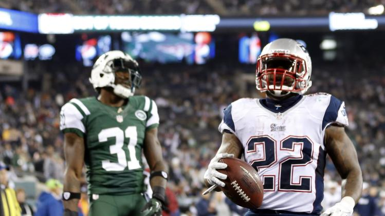 New York Jets cornerback Antonio Cromartie (31) reacts as New England Patriots' Stevan Ridley (22) rushes for a touchdown during the second half of an NFL football game on Thursday, Nov. 22, 2012, in East Rutherford, N.J. (AP Photo/Julio Cortez)