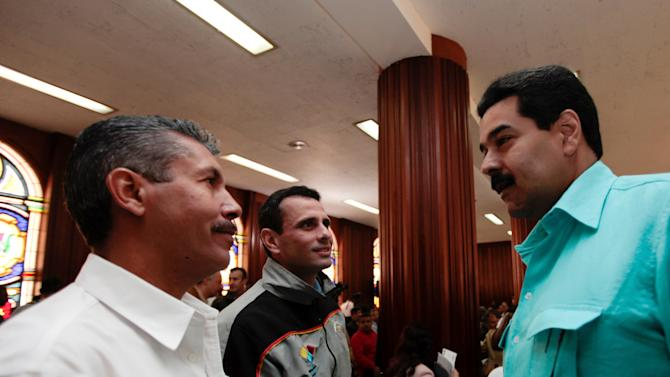 In this photo released by Miraflores Press Office, Venezuela's Vice President Nicolas Maduro, right, speaks with opposition leader, Miranda state Gov. Henrique Capriles, center, and Lara state Gov. Henry Falcon during a meeting with state governors in Caracas, Venezuela, Tuesday, Jan. 15, 2013. Maduro said in a televised meeting with state governors that President Hugo Chavez has been making progress in his treatment for a severe respiratory infection and asked questions of his aides during a visit in Cuba. (AP Photo/Miraflores Press Office)