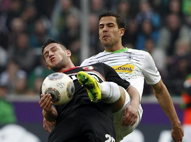 Moenchengladbach\s  Alvaro Dominguez, right, challenges for the ball with Augsburg's Raul Bobadilla, during the German first division Bundesliga soccer match between Borussia Moenchengladbach