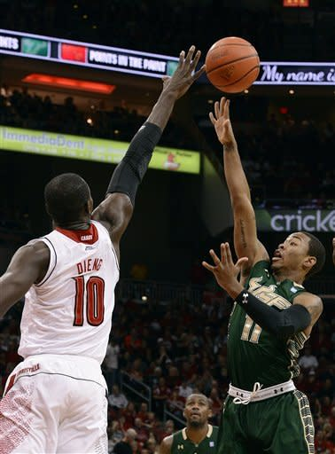 No. 3 Louisville rips South Florida, 64-38