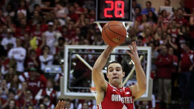 Ohio State's Aaron Craft (4) makes a pass while being defended by Indiana's Yogi Ferrell during the first half of an NCAA college basketball game, Tuesday, March 5, 2013, in Bloomington, Ind. (AP Photo/Darron Cummings)