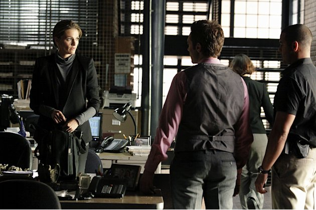 CASTLE - &quot;Rise&quot; - In a riveting opening that picks up just moments after last season's climactic finale, Detective Beckett (Stana Katic) fights for her life as Castle (Nathan Fillion), plagued by guil