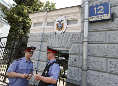 Russian policemen stand outside the embassy of Ecuador in Moscow, June 24, 2013. REUTERS/Nikolay Asmolovskiy