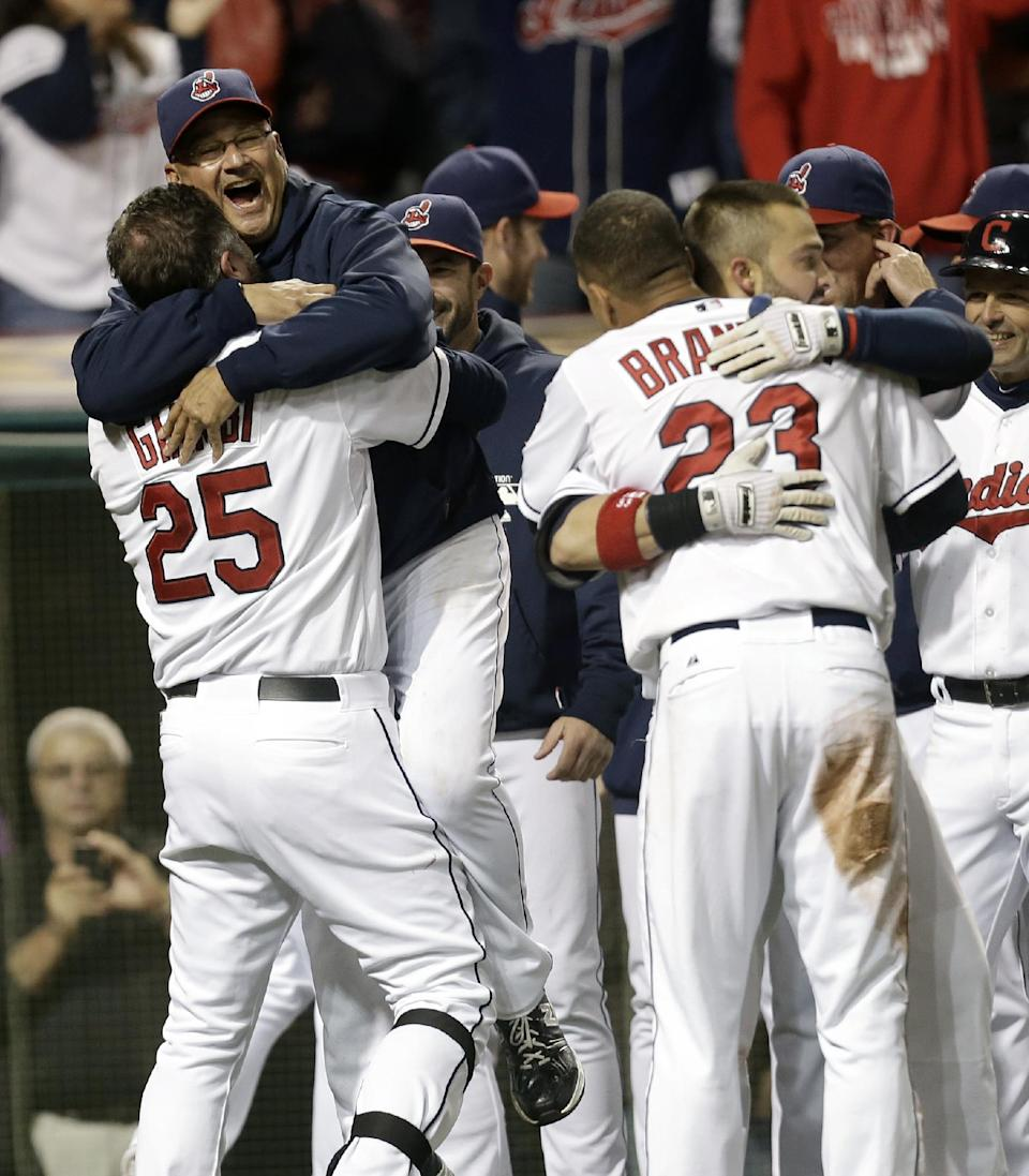 Giambi's 2-run homer gives Indians in 5-4 win