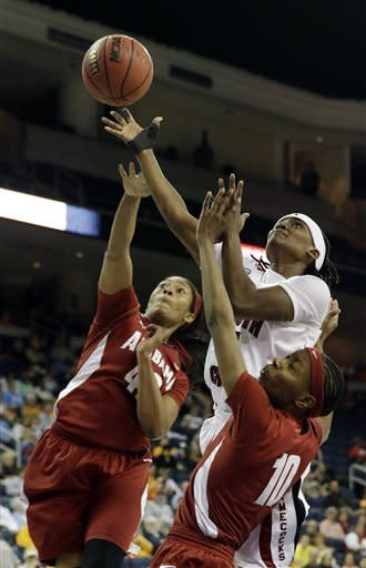 No. 17 South Carolina women stifle Alabama 77-35