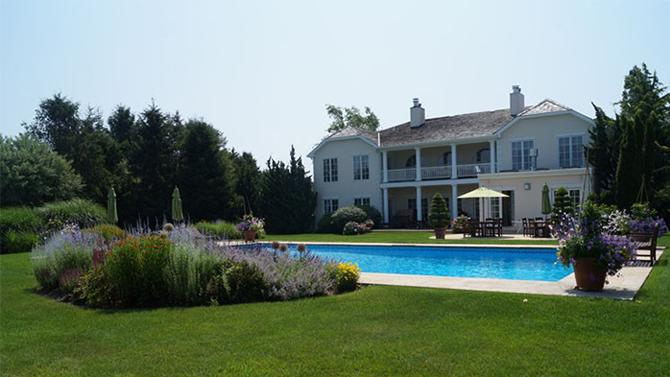 'Real Housewives' Star Ramona Singer To Lease Hamptons Mansion