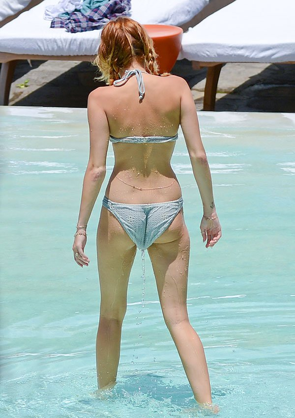 Miley Cyrus' Wedgie Wardrobe Malfunction — Pic