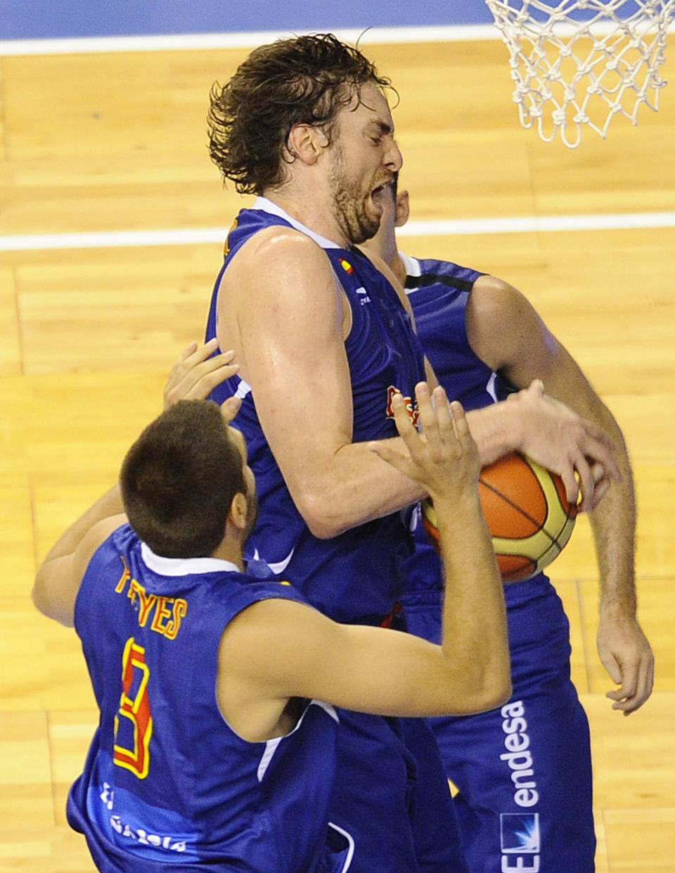 Paul Gasol of Spain Men's Senior National Team catches the ball against US Men's Senior National Team during an exhibition match between Spain and the United States Wednesday, July 25, 2012, in Barcelona, Spain, in preparation for the 2012 Summer Olympics. (AP Photo/Manu Fernandez)