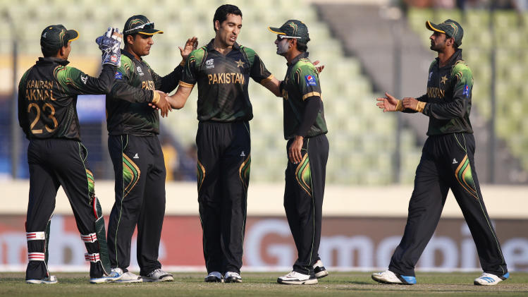 Pakistan's bowler Umar Gul, center, celebrates with teammates after taking the wicket of New Zealand batsman Luke Ronchi during their ICC Twenty20 Cricket World Cup warm up match in Dhaka, Bangladesh, Monday, March 17, 2014. (AP Photo/Aijaz Rahi)
