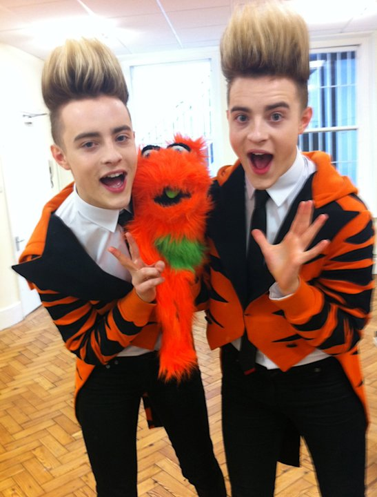 Celebrity photos: Jedward were so excited to meet Mr omg! they dressed in orange.