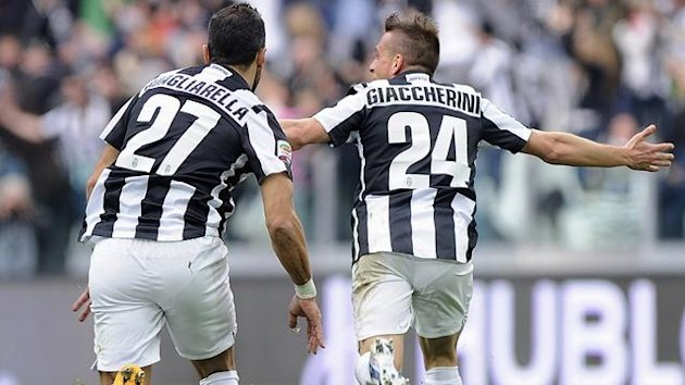 Juventus' Emanuele Giaccherini (R) celebrates with his teammate Fabio Quagliarella (Reuters)