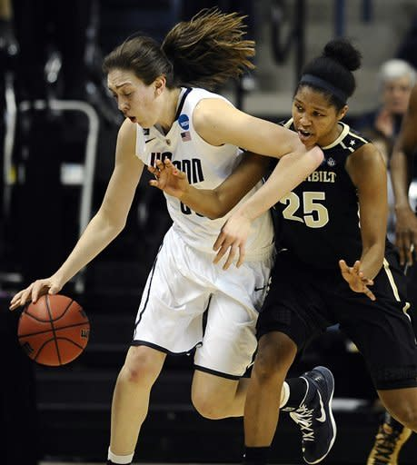 UConn women in regional semis for 20th year in row