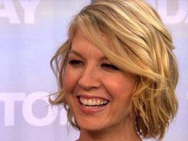 Jenna Elfman Has Impromptu Press Conference