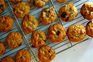 chocolate-chunk-almond-cookies