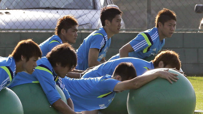 Japan's Shinji Kagawa, center, and Yoshito Okubo, center left, practices with exercise ball during a training session of Japan in Itu, Brazil, Monday, June 16, 2014. Japan play in group C of the 2014 soccer World Cup. (AP Photo/Shuji Kajiyama)
