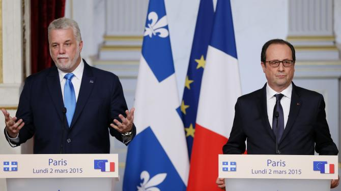 French President Hollande and Quebec Premier Couillard attend a news conference after a meeting at the Elysee Palace in Paris
