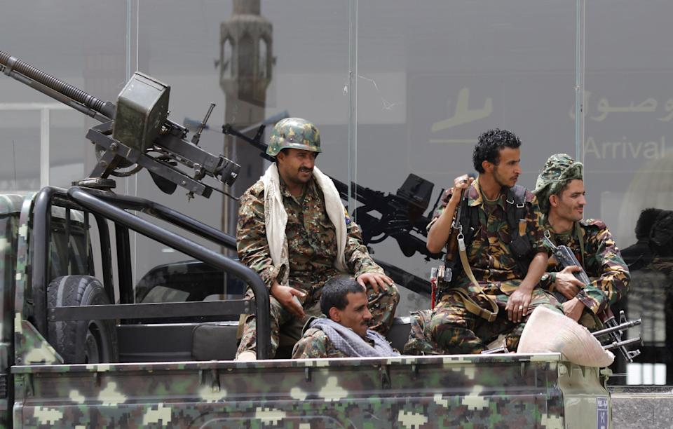 Arab leaders: Yemen airstrikes to go on until rebel withdraw