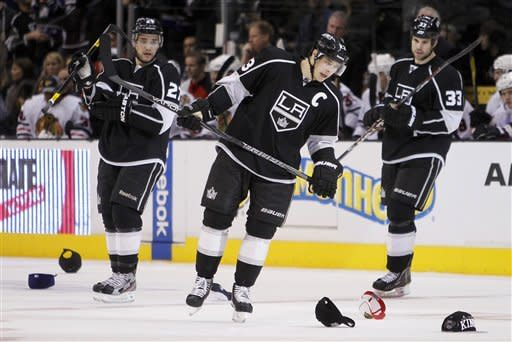 Dustin Brown's hat trick leads Kings past Chicago