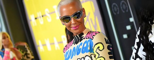 Amber Rose makes bold statement in VMAs dress