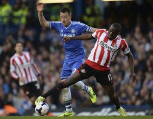Chelsea's (L) challenges Sunderland's Altidore during their English Premier League soccer match in London