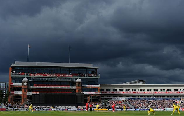 Cricket - Natwest One Day International Series - Second One Day International - England v Australia - Old Trafford Cricket Ground