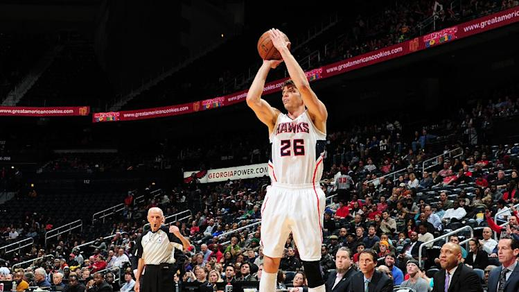 Korver's 3s lead Atlanta past Sacramento