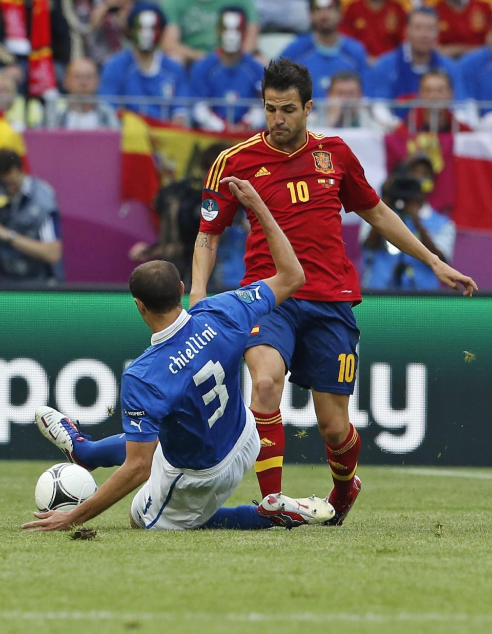 Spain's Cesc Fabregas, right, and Italy's Giorgio Chiellini vie for the ball  during the Euro 2012 soccer championship Group C match between  Spain and Italy in Gdansk, Poland, Sunday, June 10, 2012. (AP Photo/Gregorio Borgia)
