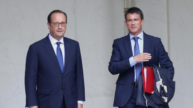 FILE - In this Aug.27, 2014 file photo, French President Francois Hollande, left, and French Prime Minister Manuel Valls leave, after the weekly cabinet meeting in Paris, France. France's prime minister faces a confidence vote Tuesday, Sept.16, 2014 in a parliament increasingly frustrated with unpopular President Francois Hollande's handling of the economy _ including dissidents within his Socialist Party. (AP Photo/Christophe Ena, File)