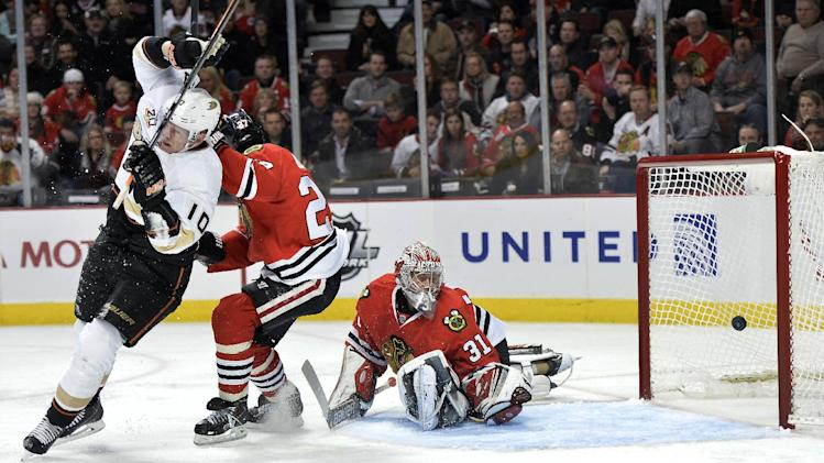 Ducks beat Blackhawks 3-2 in shootout